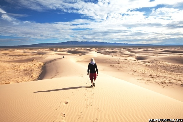 gobi-desert-hike