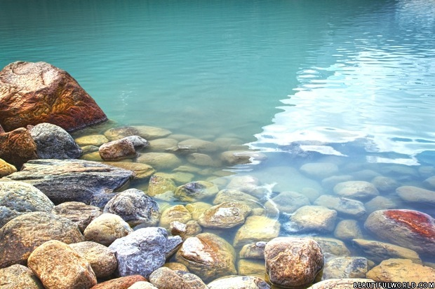 rocks-in-lake-louise