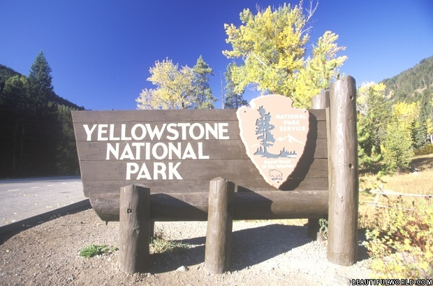 sign-for-yellowstone-national-park