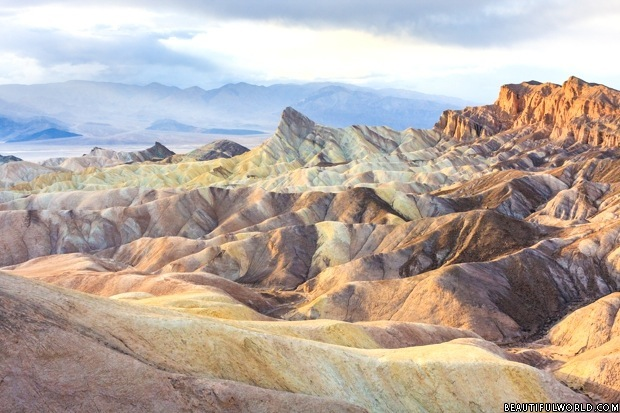 zabriskie-point-death-valley-california