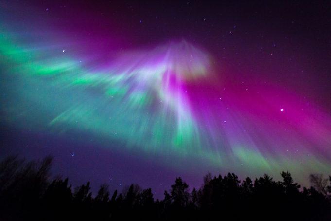 https://www.beautifulworld.com/wp-content/uploads/2016/09/Aurora-borealis-1-681x454.jpg