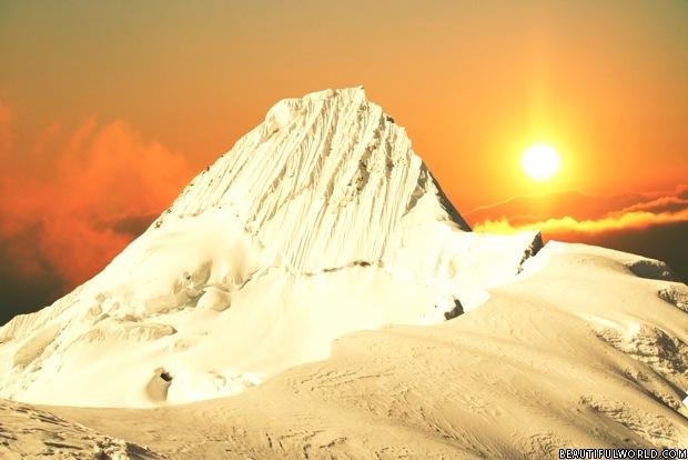 alpamayo-peak-sunset