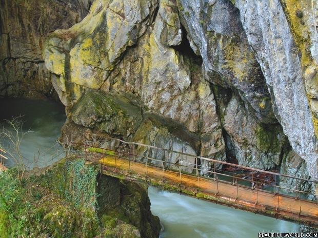 bridge-outside-skocjan-caves