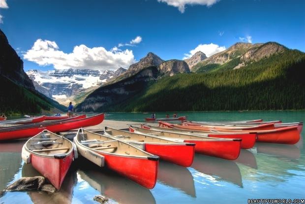 canoes-lake-louise