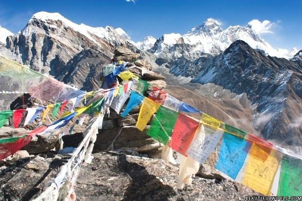 prayer-flags-mount-everest