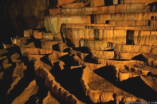 rimstone-skocjan-caves