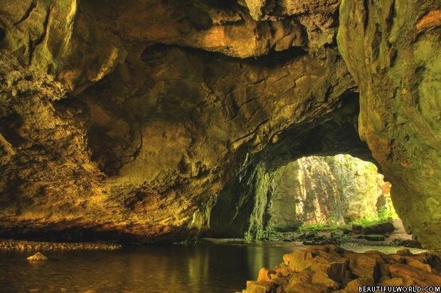skocjan-cave-entrance